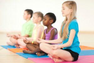Enfant qui font du Yoga